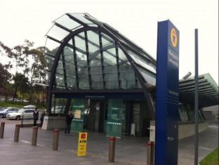 Stamford Grand North Ryde Hotel Sydney - Train Station