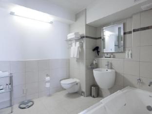 Jet Park Airport Hotel Auckland - Apartment Bathroom
