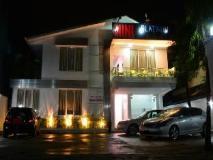 Mini Platinum Hotel: exterior