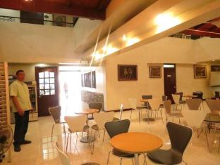 El Rico Suites Hotel Manila - Entrance