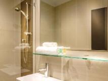 Crest on Barkly Hotel: bathroom