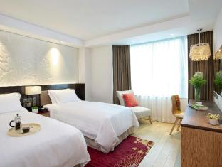 The Wharney Guang Dong Hotel Hong Kong - Executive Plus Twin Bed Room