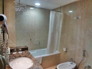 Al Jawhara Gardens Hotel Dubai - Bathroom
