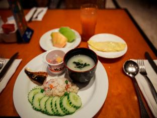 Holiday Resort & Spa Guam - Eten en drinken