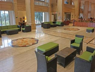 Holiday Resort & Spa Guam - Vestibule