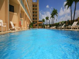 Holiday Resort & Spa Guam - Yüzme havuzu