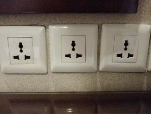 East Asia Hotel Macau - Plugs