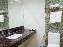 East Asia Hotel: bathroom