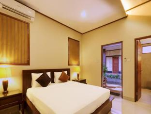 Yulia Beach Inn Hotel Bali - Guest Room