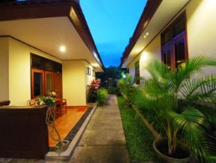 Yulia Beach Inn Hotel Bali - Exterior