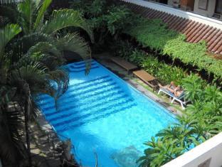 巴厘岛索尔嘉威酒店 巴厘岛 - 游泳池