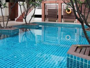 FuramaXclusive Sathorn Hotel Bangkok Bangkok - Swimming Pool