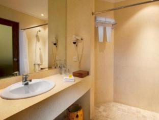 Keraton Jimbaran Beach Resort Bali - Bathroom