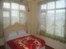 Royal Luxury Hotel: guest room