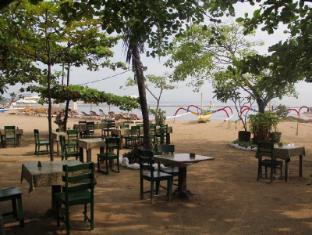 Gazebo Beach Hotel Bali - Beach