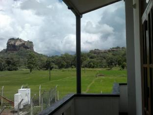 /sv-se/kashyapa-kingdom-view-home/hotel/sigiriya-lk.html?asq=vrkGgIUsL%2bbahMd1T3QaFc8vtOD6pz9C2Mlrix6aGww%3d