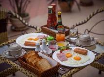Golden Parasol Luangprabnag Hotel: food and beverages