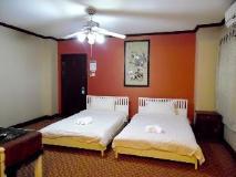 Golden Parasol Luangprabnag Hotel: guest room