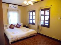Golden Parasol Luangprabnag Hotel: golf course