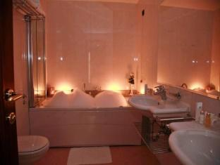 Palace Hotel Zagreb Zagreb - Bathroom