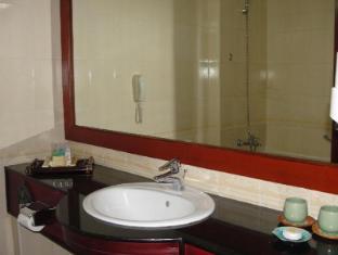 Imperial Garden Villa & Hotel Phnom Penh - Bathroom