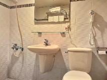 Ti Hwa Hotel: bathroom
