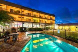 /camelot-motel/hotel/gladstone-au.html?asq=jGXBHFvRg5Z51Emf%2fbXG4w%3d%3d