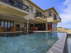 Two Sunsets Bed and Breakfast | Cheap Hotels in Mossel Bay South Africa