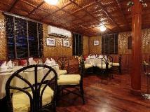 Vat Phou Mekong Cruise: restaurant