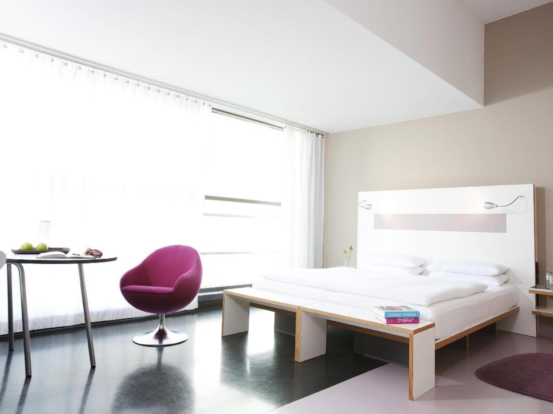 Ku' Damm 101 Design-Hotel Guestroom