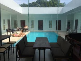 /one-stop-hostel-sihanoukville/hotel/sihanoukville-kh.html?asq=jGXBHFvRg5Z51Emf%2fbXG4w%3d%3d