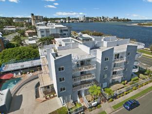 Sandy Shores on Golden Beach Apartments