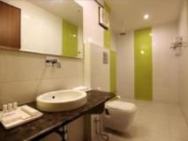 OYO Rooms Airport Link Apartments: bathroom