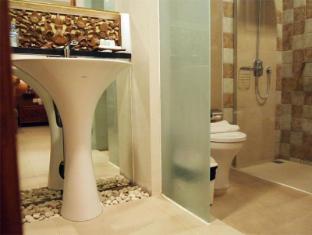Yulia Village Inn Hotel Bali - Super deluxe bathroom
