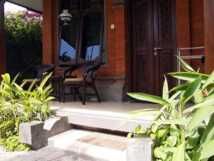 Yulia Village Inn Hotel Bali - Balcony/Terrace