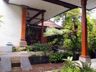 Yulia Village Inn Hotel Bali - Surroundings