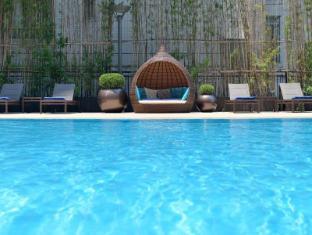 New World Shanghai Hotel Shanghai - outside swimming pool