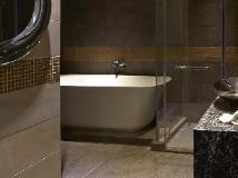 Gloucester Hotel: bathroom