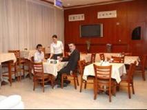 Pan Gulf Hotel Suites: restaurant