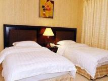 Pan Gulf Hotel Suites: guest room
