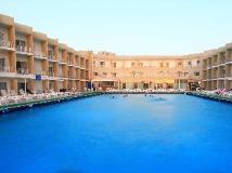 Beach Hotel Sharjah: swimming pool