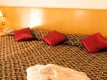 Beach Hotel Sharjah: guest room