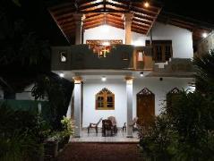 Weera Villa - D.H. Hikkaduwa | Sri Lanka Budget Hotels