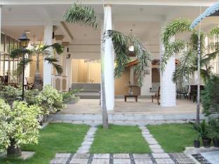 Pavilion Residence