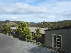 Longhouse Bed and Breakfast | New Zealand Budget Hotels