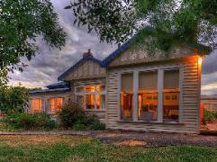 Acacia Bed and Breakfast | Australia Budget Hotels