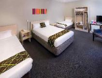 ibis styles Kingsgate Hotel: guest room