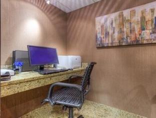 /de-de/comfort-inn-and-suites-evansville-airport/hotel/evansville-in-us.html?asq=jGXBHFvRg5Z51Emf%2fbXG4w%3d%3d
