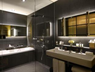 Grand Hotel Central Barcelona - Bathroom