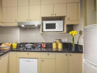 Green Court Serviced Apartment at People Square Shanghai - Kitchen